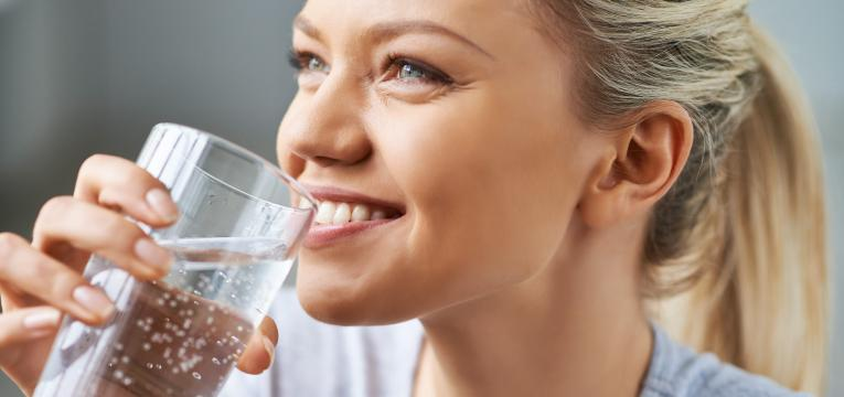 beber muita agua