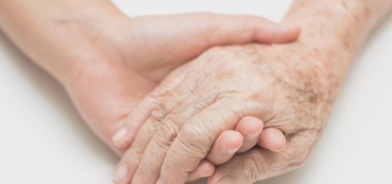 maior probabilidade de desenvolver doencas e consumo de alcool em idosos