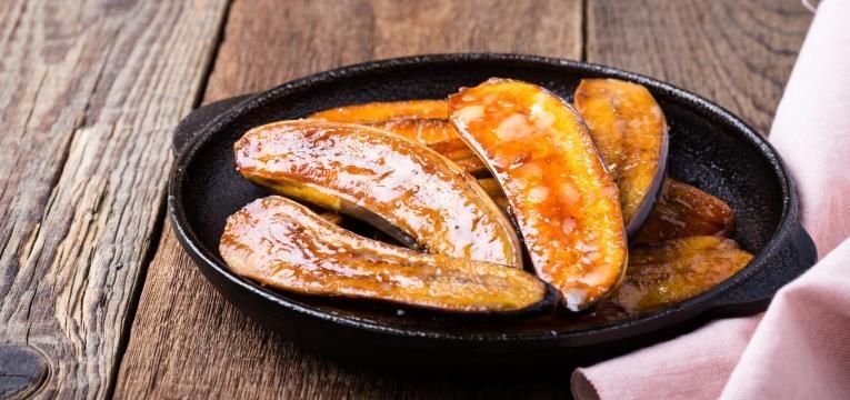 Banana assada com sumo de laranja