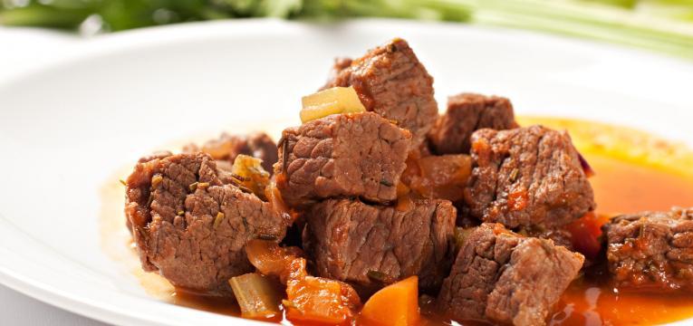 carne guisada marinada de colorau