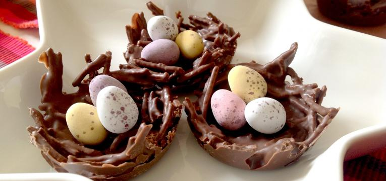 ninhos de chocolate e receitas de chocolate saudáveis para a páscoa