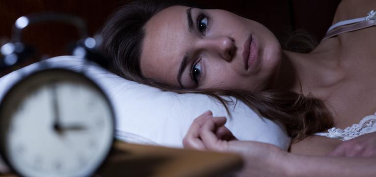 dificuldade em dormir e jejum intermitente