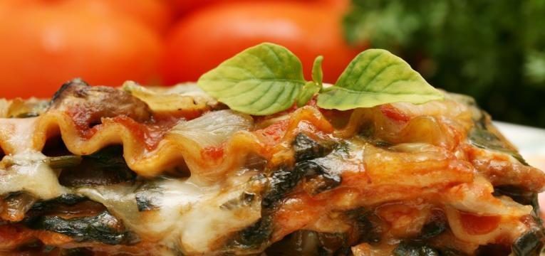 Lasanha de espinafres e tomates