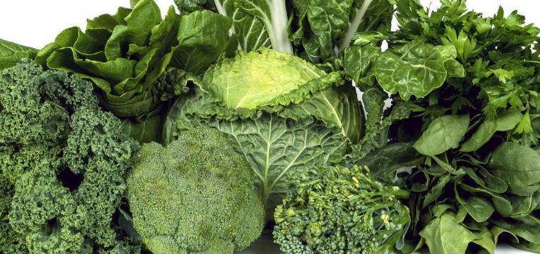 alimentos para prevenir a demencia e vegetais de folha verde