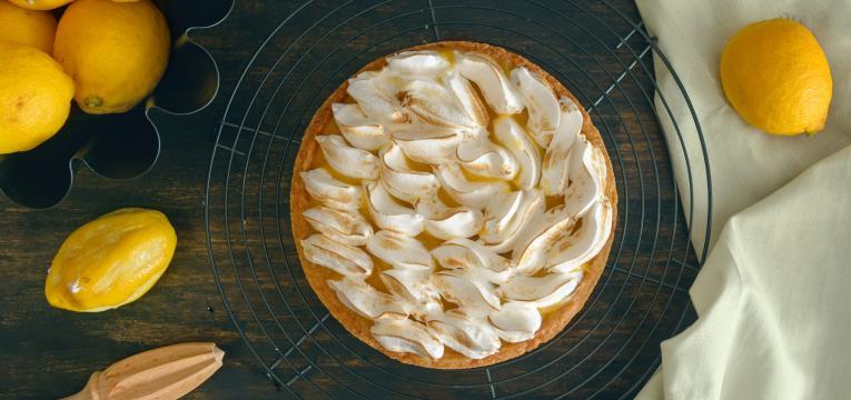 Tarte de limao merengada com creme de amendoas e pistacios