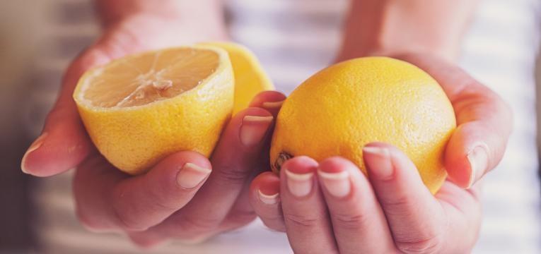 tratamentos caseiros para as olheiras e limao