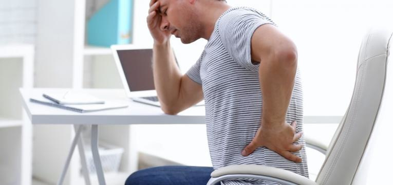 avaliacao da dor e homem com dores agudas