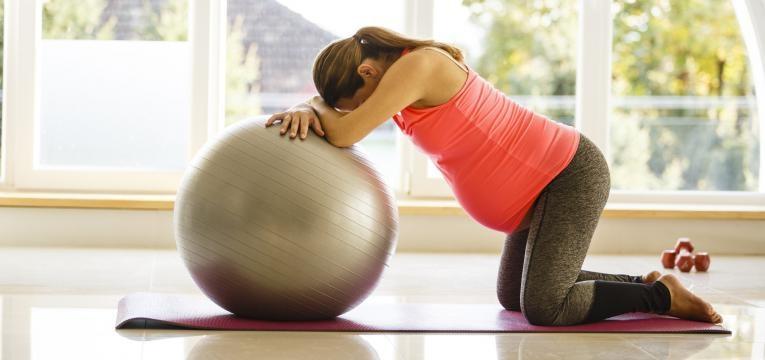 como lidar com a dor de parto e ajudar o bebe a encaixar
