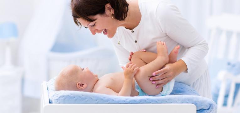 seguranca do bebe na muda da fralda