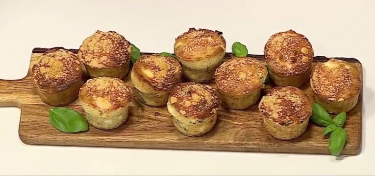 muffins salgados de queijo feta nozes e manjericao