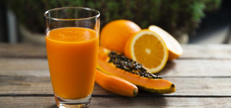 Sumo de papaia e laranja