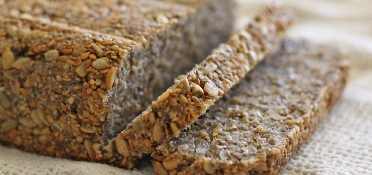 pão escuro e dieta pós-parto