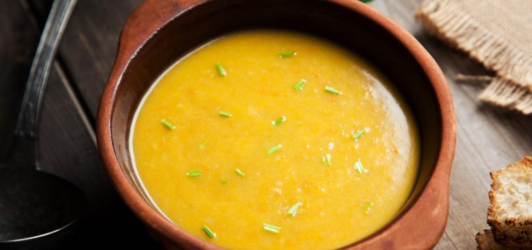 Sopa de cenoura e feijao verde