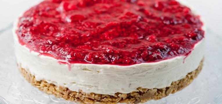 Cheesecake de frutos vermelhos com leite condensado