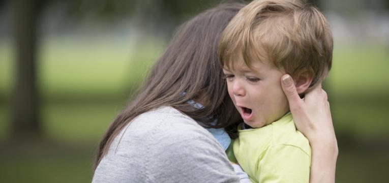 ansiedade de separacao e menino a chorar