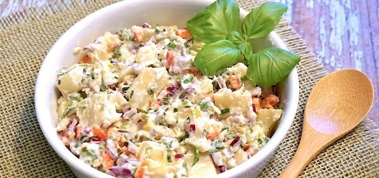 salada com molhos
