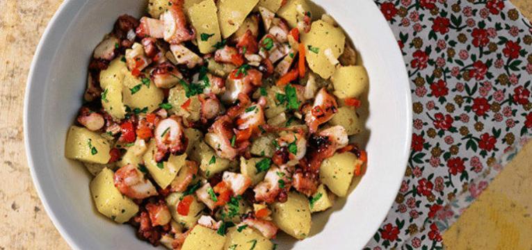 Salada de polvo com batatas e grao