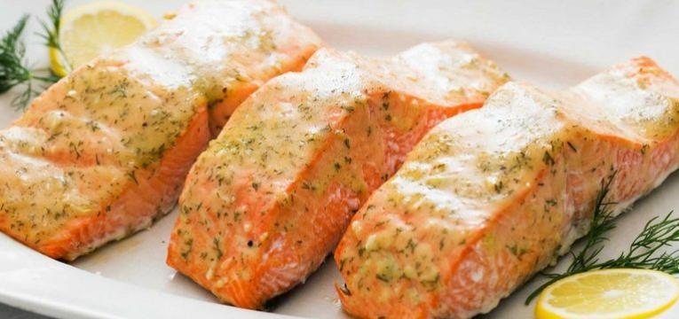 salmão como alimentos para manter a saúde do idoso