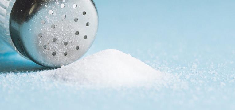 evitar alimentos ricos em sal e retencao de liquidos