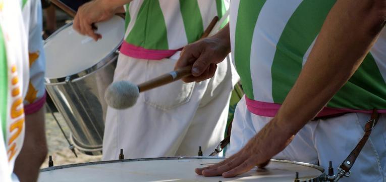 bateria no desfile de carnaval