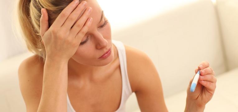mulher com febre alta