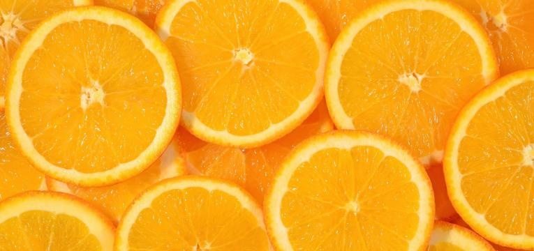 laranja cortada em metades