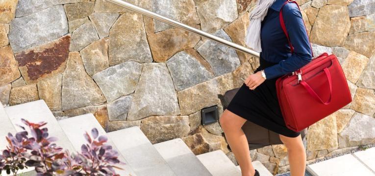 subir escadas para o trabalho