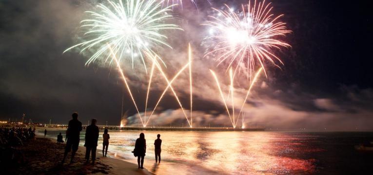 fogo de artificio na praia