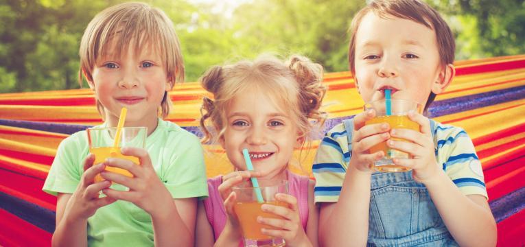 sumos de fruta e mitos sobre alimentação infantil