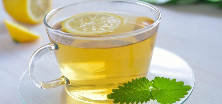 chá verde e limão em sinergia alimentar