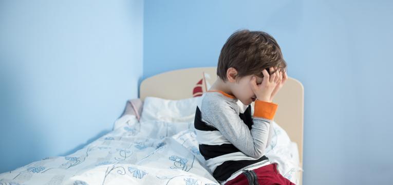 tipos e causas de enurese noturna