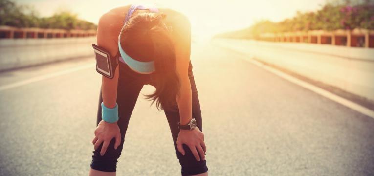 mulher cansada apos exercicio
