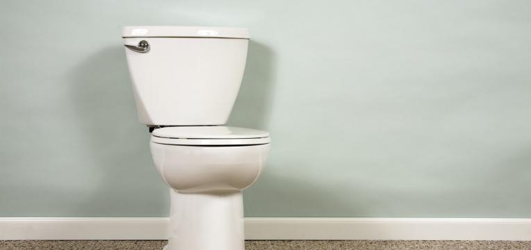 seguranca do bebe no quarto de banho
