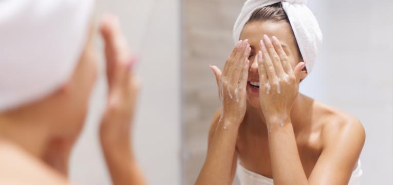 tratamento da acne e limpeza facial