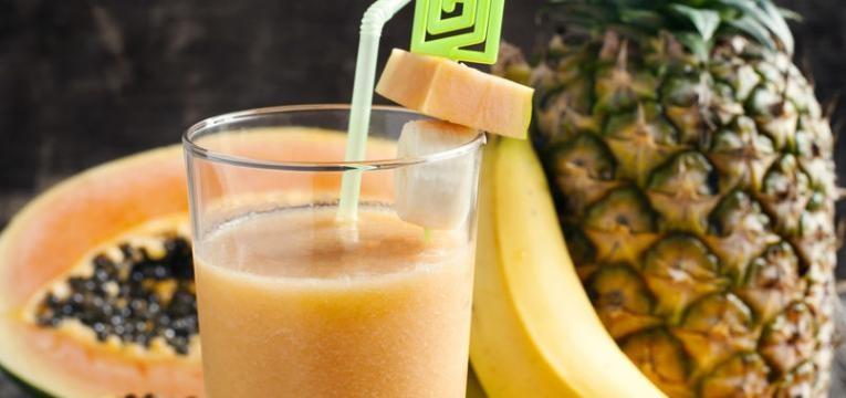 Batido de banana, papaia e cereais