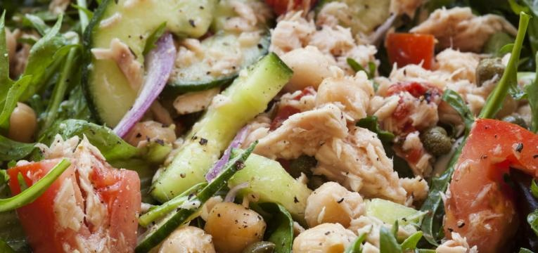 Salada de atum com grao de bico
