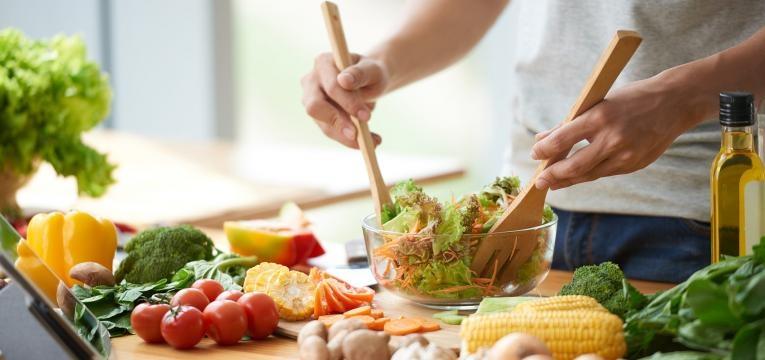 preparacao de refeicao vegetariana