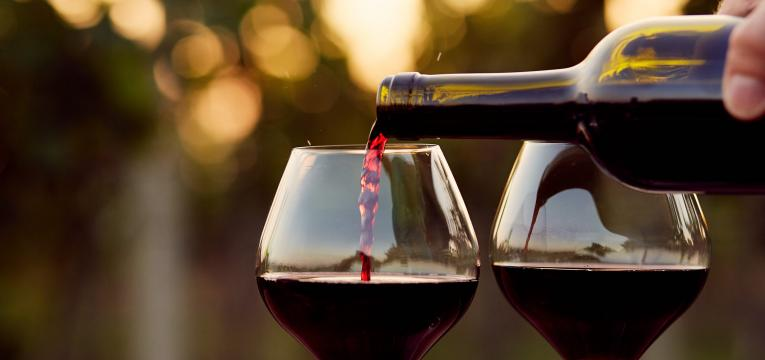 vinho tinto como alimentos para manter a saúde do idoso