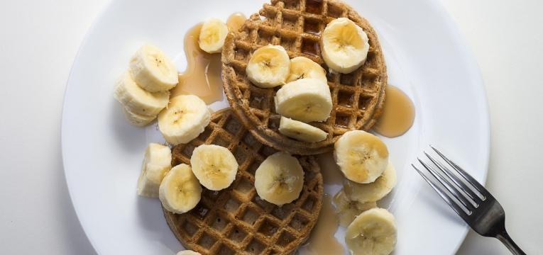 Waffle proteica de aveia e banana