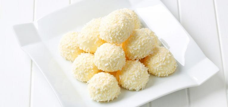 Beijinhos de coco com leite de coco