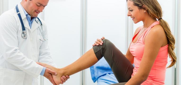 como evitar lesoes antes de comecar a correr e consultar o medico