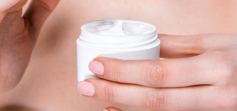 acne juvenil e hidratar a pele