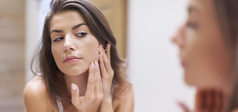 acne juvenil e nao espremer espinhas