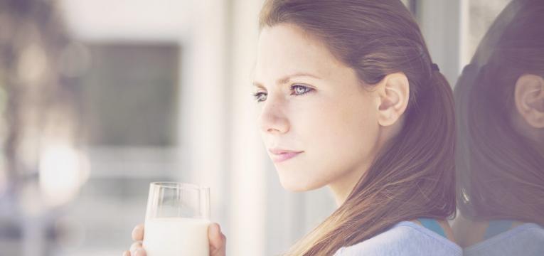 beber leite antes de dormir