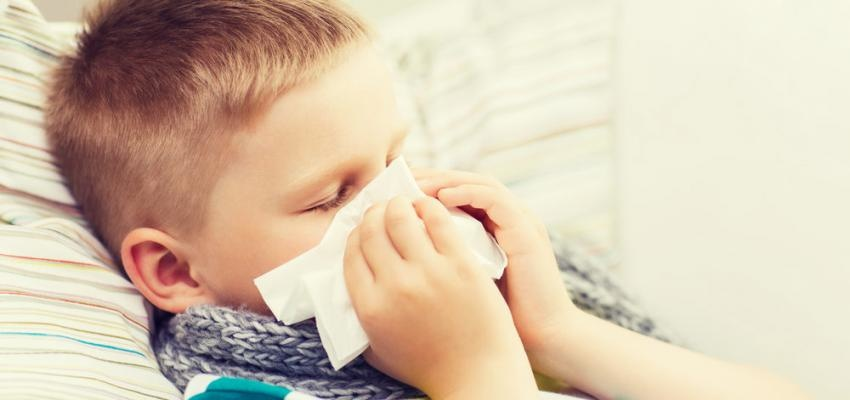 Dermatite atopica e menino constipado