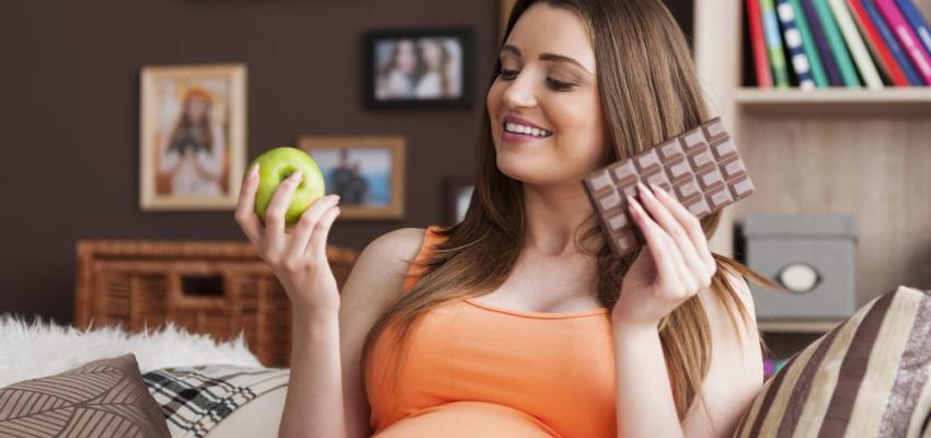 gravida com vontade de comer chocolate
