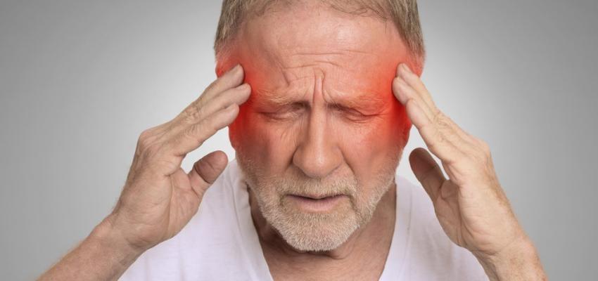 classificacao da dor e senhor com graves cefaleias