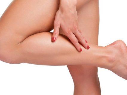 acumulação excessiva de líquidos nos tecidos do corpo