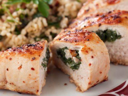 Peito de frango recheado: 5 receitas de comer e chorar por mais