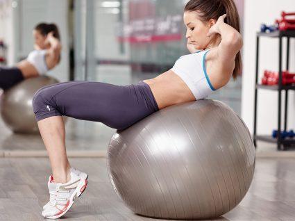 Abdominais com bola: dê um novo estímulo ao músculo